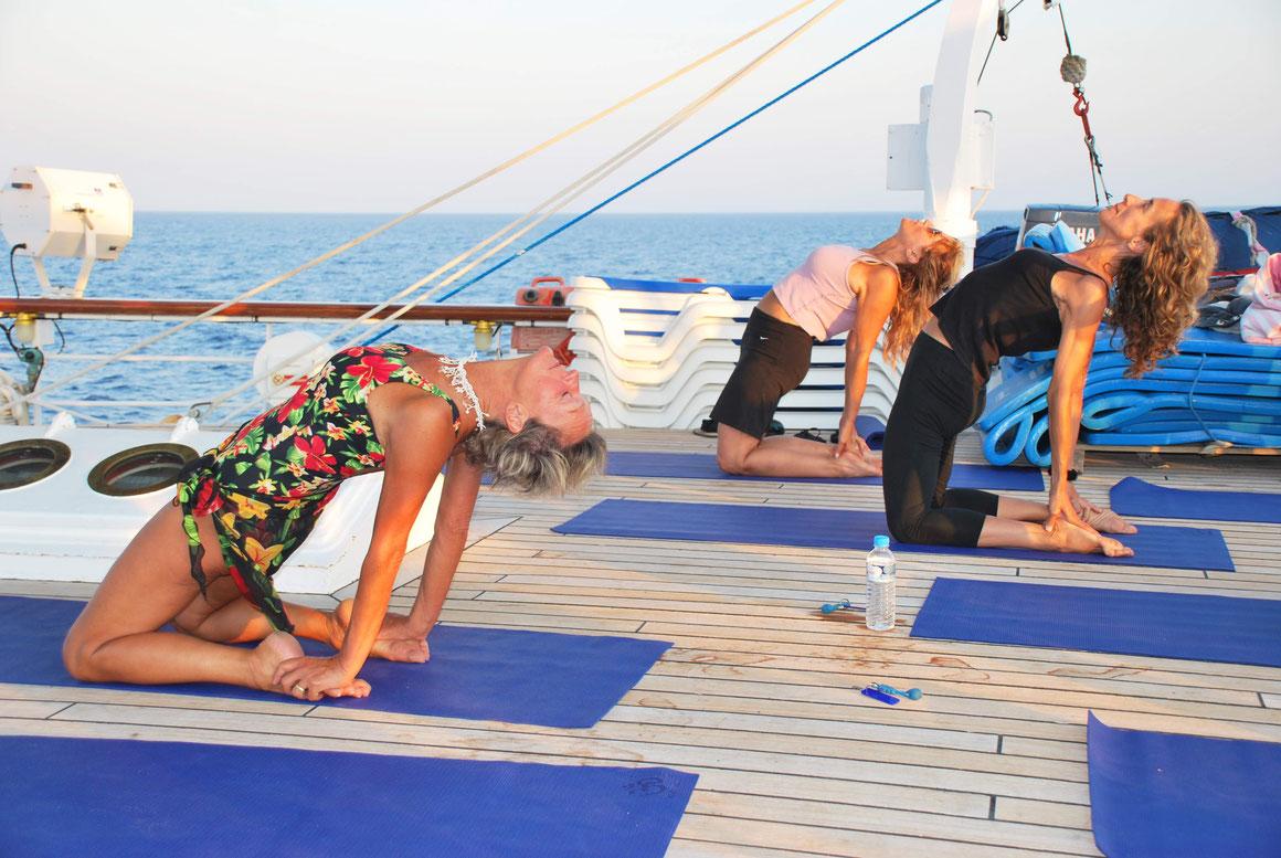 Yoga an Deck