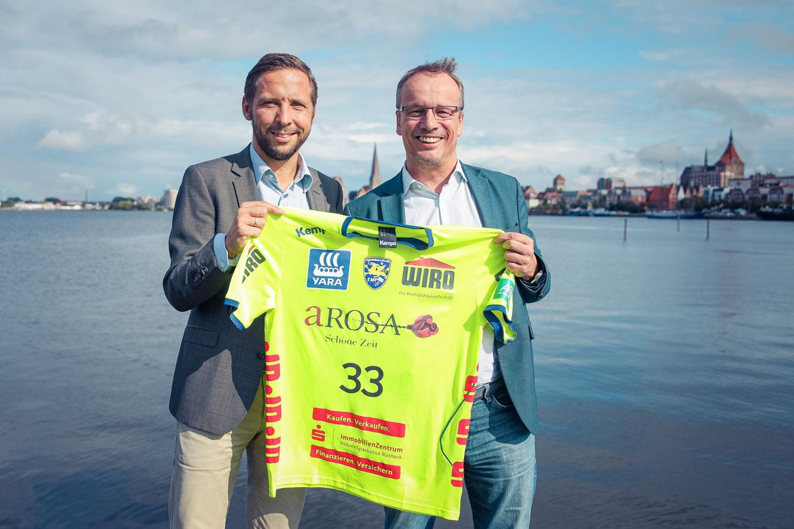Jörg Eichler (Geschäftsführer A-ROSA) & Tobias Woitendorf (Vorstandsvorsitzender HC Empor Rostock) |©A-ROSA Flussschiff GmbH