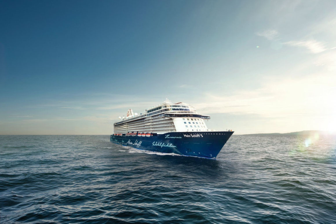 Mein Schiff 5 auf See