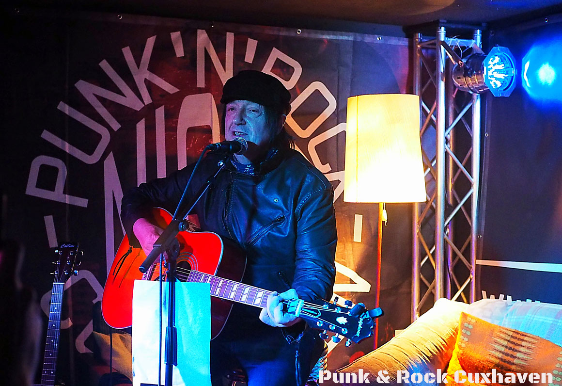Honest John Plain (The Boys) bei der unplugged Punk & Rock Nacht