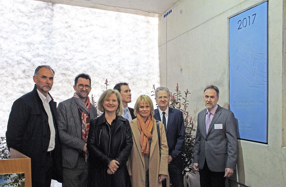 v. l. n. r.:Martin Rieger (a|sh architekten), ustizminister des Saarlandes Reinhold Jost, Eva Rusch (icon-design), Stefan Thielen (MdL), Christiane Blatt (MdL), Ingwardt Tauchert (Justizministerium) und Dr. Aloysius Annen (Chefarzt der Klinik)
