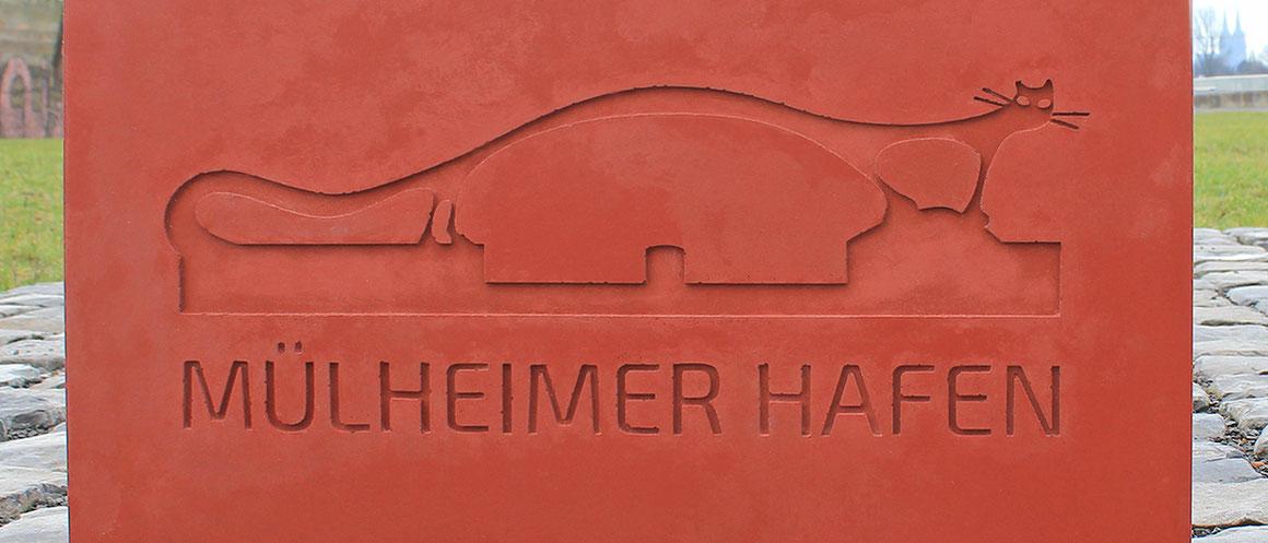 Modell für einen Wegestein »Mülheimer Hafen«. Der Rheinboulevard führt am Mülheimer Hafen entlang. Hier ensteht in den nächsten Jahren ein neues Stadtquartier.