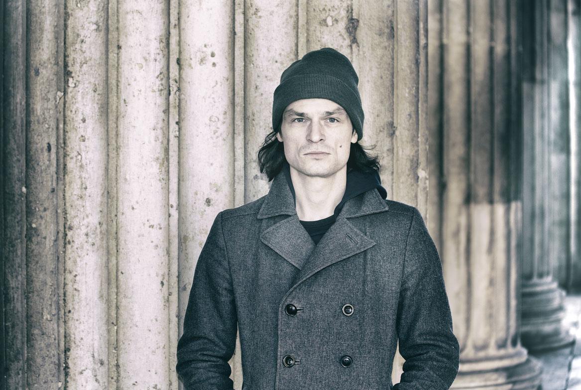 Portrait Oliver Möller Schauspieler München Volkstheater Residenztheater Theaterschauspieler Sänger Musiker
