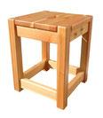 カラマツの椅子