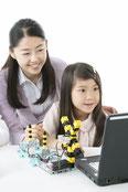 プログラミング中の女の子