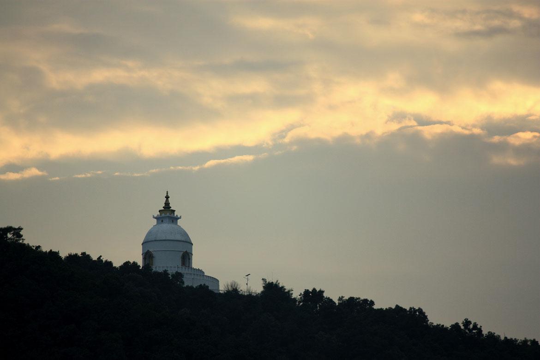 La pagode de la Paix perché au dessus du Lac Phewa