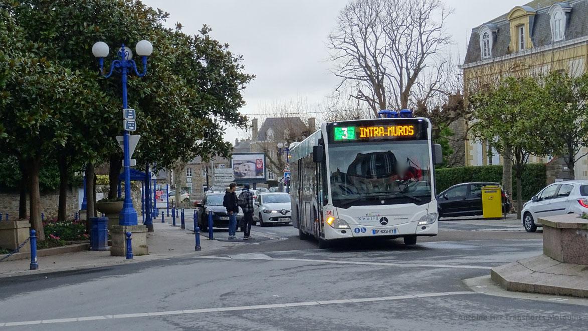 Mercedes Citaro 2 N du réseau KSMA arrivant à Paramé Mairie, alors vu en déviation suite à des travaux rue Ange Fontan.