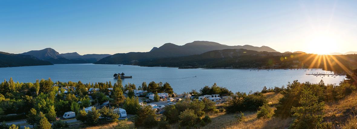 Camping mit AMB Reisemobile - Erleben Sie in einem unserer Wohnmobile oder Wohnwagen einen traumhaften Urlaub an den schönsten Stellen