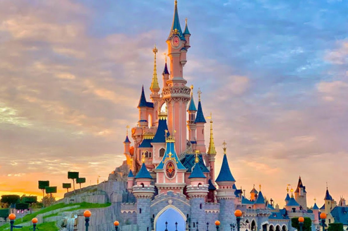 Best things to do in France - Disneyland Paris Copyright   Loriel - European Best Destinations