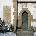 © Traudi   -  Eingang zu unserem Dorfkirchlein