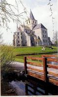 L'abbaye Saint Vigor face à l'étang aux moines