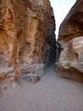 Passage... non protégé de chutes de pierres !