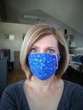 Sandra mit Mund-/Nasenschutz