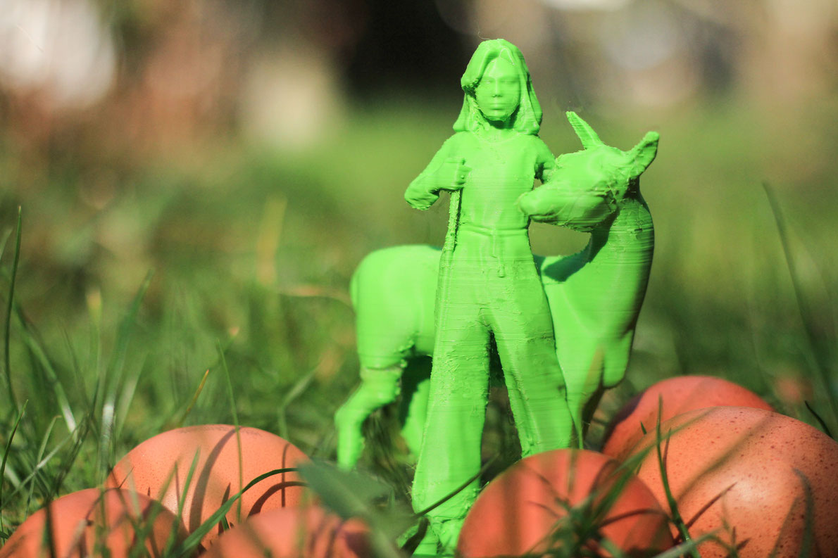 Genoveva, druckfrisch aus dem 3D Drucker, wünscht frohe Ostern und ein gelungenes Eierfest! Design: Raven Rusch