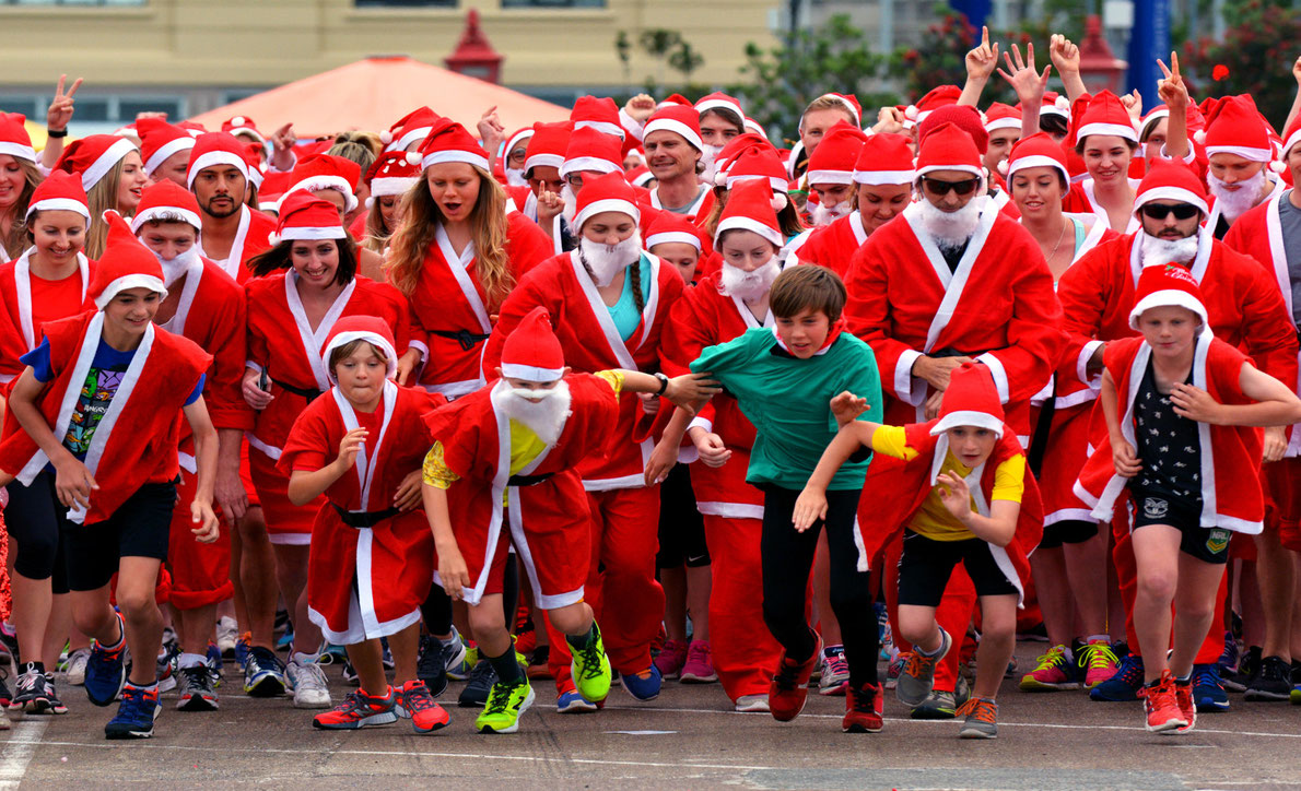 Amazing Events in Europe - Aberdeen Santa Run -  Copyright ChameleonsEye - European Best Destinations