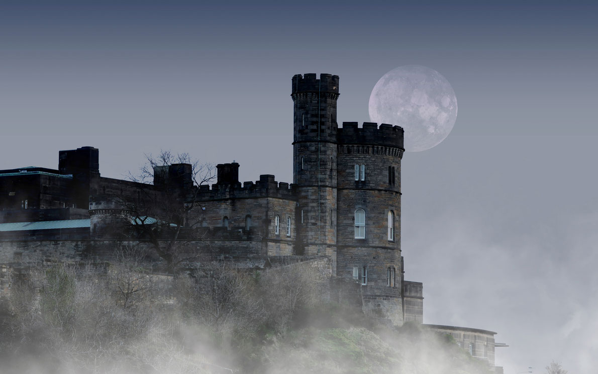 Edinburgh - Best destinations for Halloween in Europe - Copyright Savvapanf Photo