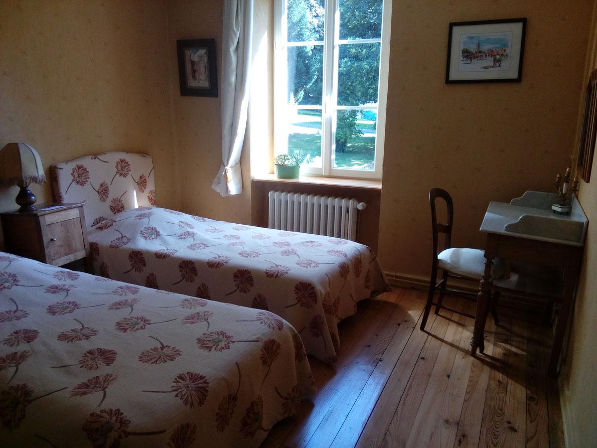 """chambre à lits jumeaux de la suite """"rose marine """""""