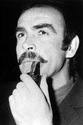 Sean Connery fume la pipe mais pas une Louis Vuitton