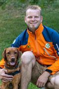 Reinhard Dorfer (Hundeführer in Ausbildung / Materialwart) mit Hund Amie