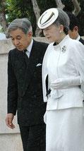 Император Акихито с женой Мичико Шода