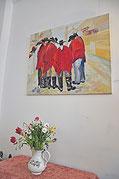 """Das Cafe ist auch eine Galerie: Derzeit stellt die Berliner Malerin Bettina Friedrich ihre Bilder """"Argentinien und zurück"""" aus. Fotos (3): al"""