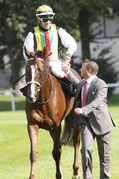 Durban Thunder nach dem Sieg im Grosser Dallmayr-Preis - Bayerisches Zuchtrennen (Gruppe I)