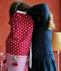 Bild: Mädchen schaut in AnfängerGlück Stoffschultüte