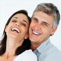 Neue Zaehne auf Implantate, Zahnimplantate Weiden (© Yuri Arcurs - Fotolia.com)