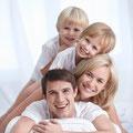 Bild: Gesunde Zähne mit Prophylaxe und Professioneller Zahnreinigung; Hilfe gegen Mundgeruch, Parodontose-Behandlung (© Deklofenak - Fotolia.com)