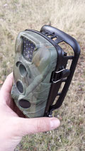 Aunque posible, no es recomendable usar un candado pitón con esta cámara: no hay donde agarrarlo bien