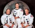 Carol Miller Kent, dans son livre Aloe vera prétend qu'un onguent contre les brûlures à base d'aloès fit partie de la pharmacie emportée à bord de la capsule spatiale Apollo XI qui se posa sur la lune en 1969