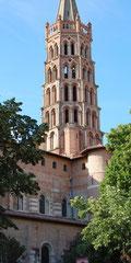 Der Turm der romanischen Kirche St.Sernin