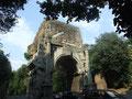 Arc de Drusus qui supportait l'aqueduc alimentant les thermes de Caracalla (Porta S. Sebastiano)