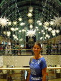 in einem riesigen Einkaufszentrum