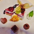 Dessertteller: Naturejoghurttorte mit Fruchteinlage, Chocomousse Minipati, Blätterteigherz