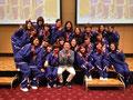 司会をご担当頂いた ZIP-FM 小林拓一郎さんを囲んで記念写真