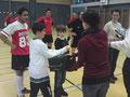 Konkursi - ndarja cmimeve, hedhja shortit nga vogelushet