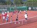 Aufwärmen vor den Tennisübungen