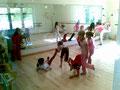 Kinder haben Spaß im kleinen Saal mit echtes Schwingparkett (wichtig!)