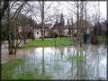 Février 2013, jardin de la Couze ; débit mesuré d'environ 15 000 l/s entrainant quelques débordements au points les plus bas