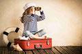 Sommer Mädchen auf Koffer