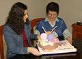 Como no podía ser de otra forma lo celebramos con una torta llena de lanas, agujas, tijeras, argollitas, etc.!!