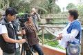 Con la Srta. Pilar Martínez, Jefa de Prensa del Parque hablando de la campaña