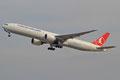 Turkish Airlines kommt täglich mehrmals mit Widebodies, wie dieser 777.
