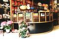 Boutique Cofféa - Le comptoir présentoir cintré