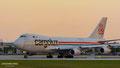 Aufrollen auf die Bahn im Sonnenuntergang: LX-RCV // Boeing 747-400F // Cargolux Airlines