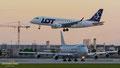 Im Endanflug: SP-LDB // Embraer ERJ170-100STD // LOT Polish Airlines - an der Bahn wartet die 747 von Cargolux auf die Startfreigabe