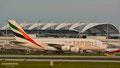 Abbiegen zum Terminal 1 bei traumhaften Licht: A6-EDD // Airbus A380-861 // Emirates