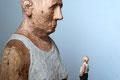 Mann mit Mann im Bauch -  Lärche, Farbe, 2013