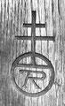 Roycroftの名作には「R」の頭文字を入れた丸に横2本の十字がシンボルとして付けられいる